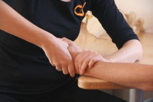 manualtherapie: foto mit haenden